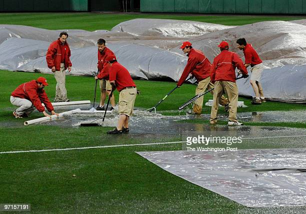 sp_nats22 DATE April 2009 CREDIT Toni L Sandys / TWP Washington DC The Washington Nationals grounds crew squeegees water off the field in between...