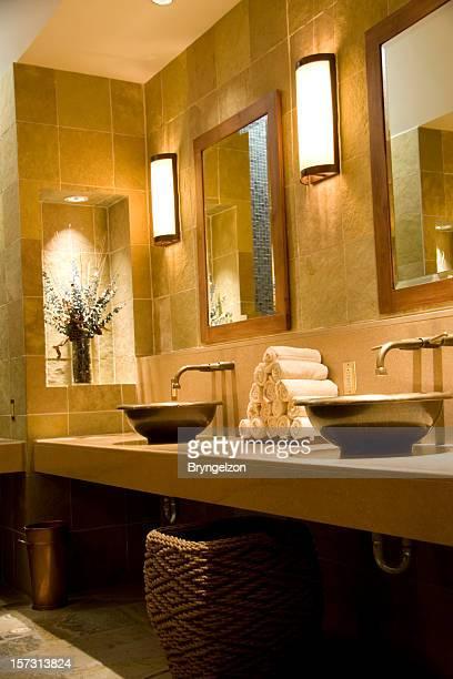 スパバスルーム、垂直