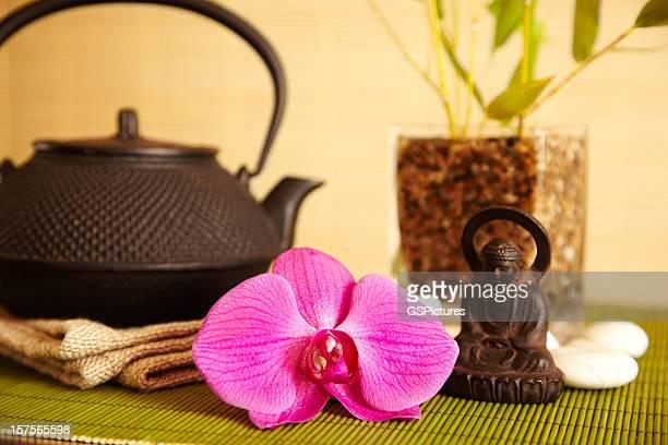 el spa vida de té, orchid flower y buddha - buda fotografías e imágenes de stock