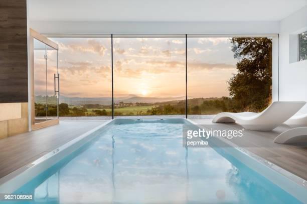 spa con bañera de hidromasaje y sauna - islas baleares fotografías e imágenes de stock