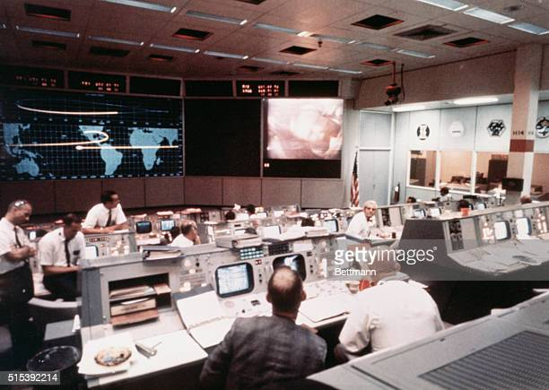 Space Center, Houston, TX- Overall view of activity in Mission Operations Control Room in the Mission Control Center, Building 30, on the second day...