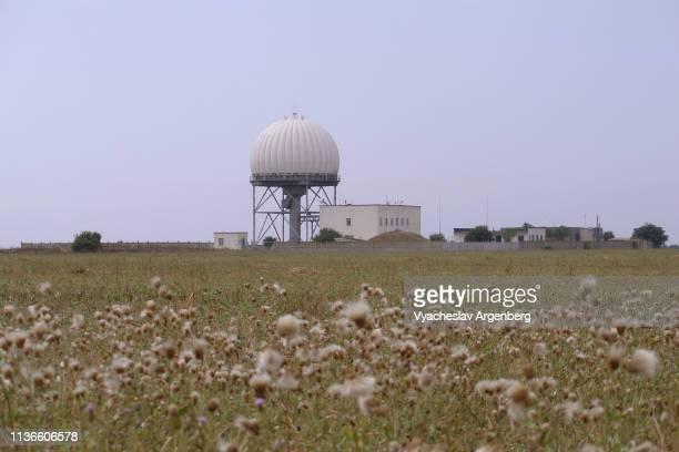 space exploration ground control radar in the field, crimea - argenberg stock-fotos und bilder