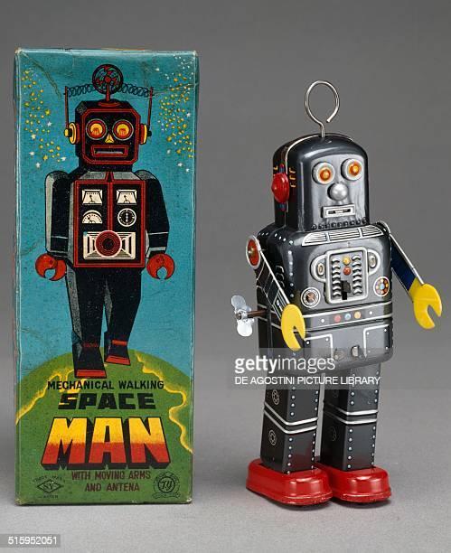 Space man robot tin toy made by Yoshiya Japan 20th century Milan Museo Del Giocattolo E Del Bambino