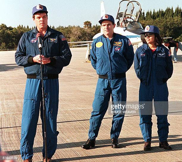 US space shuttle Columbia Commander US Kevin Kregel addresses the media 16 November as two of his crew members Ukranian Leonid Kadenyuk and Indian...