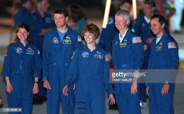 Space shuttle Columbia crew Catherine Coleman of the US, Pilot Jeff Ashby of the US, Commander Eileen Collins of the US, Steve Hawley of th US and...