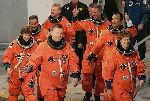 space shuttle discovery astronauts - photo #27
