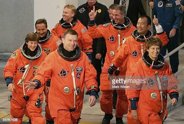 Space Shuttle Discovery astronauts Wendy Lawrence Charles Camarda Andrew Thomas pilot Jim Kelly Stephen Robinson Siochi Noguchi of JAXA and commander...