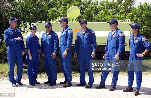 US space shuttle Discovery Commander Brian Duffy speaks to his crew US Pilot Pam Melroy US Leroy Chaio US Bill McArthur US Jeff Wisoff US Michael...