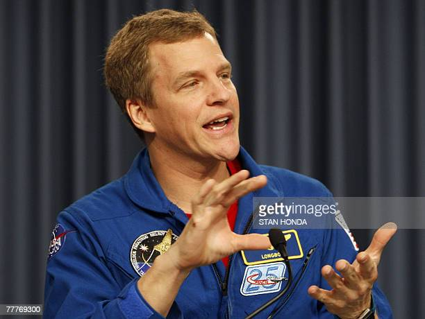 Space shuttle Discovery mission specialist Scott E Parazynski speaks during press conference 07 November 2007 at Kennedy Space Center in Cape...