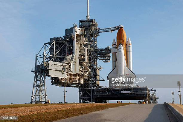 space shuttle discovery - space shuttle stock photos and pictures