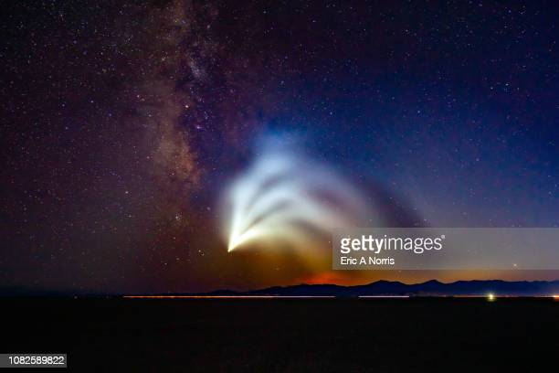 space x falcon 9 launch from the bonneville salt flats - festa per il lancio pubblicitario foto e immagini stock