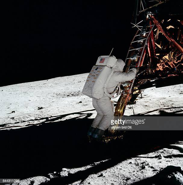 Spaceflight United States of America Moon landing of Apollo 11 in 1969 Astronaut Edwin ALDRIN descends the ladder of lunar module Eagle and sets foot...