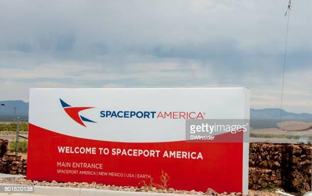 スペース ポート アメリカのサインへようこそ - 宇宙基地 ストックフォトと画像