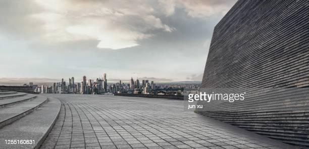 a spacious platform on the facade of the public space building - nanjing road stockfoto's en -beelden