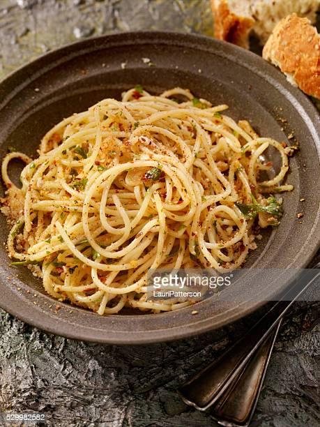 Spaghetti Aglio e Olio con prezzemolo fresco