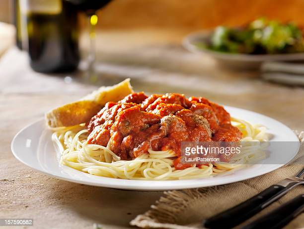spaghetti and meatballs - sauce stock pictures, royalty-free photos & images