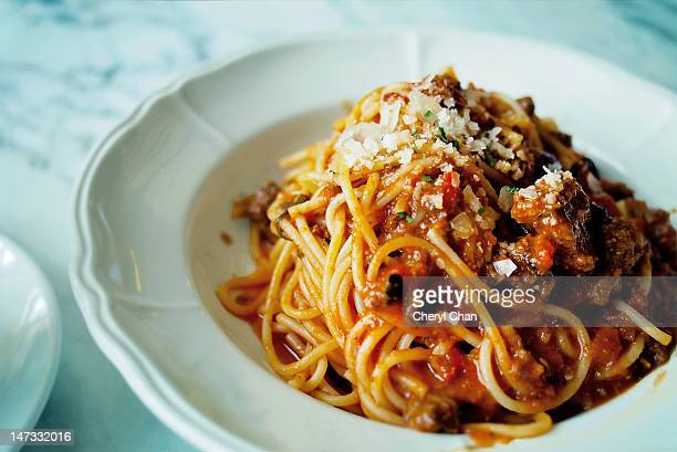 spaghetti bolognese - bolognese sauce stock pictures, royalty-free photos & images