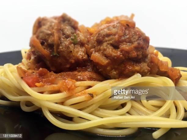 spaghetti bolognese sauce and meat balls - rafael ben ari fotografías e imágenes de stock