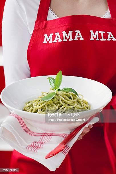 Spaghetti con pesto alla genovese (Spaghetti with pesto)