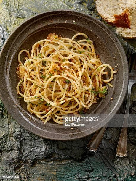 スパゲティ aglio e 「オリオ」 - 副菜 ストックフォトと画像