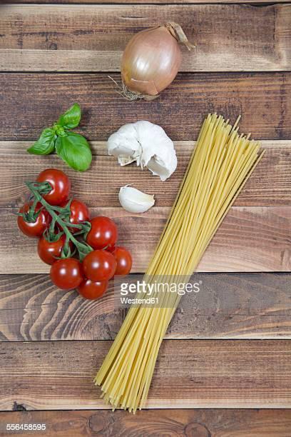 Spaghetti, garlic, onion, basil, vine tomatoes
