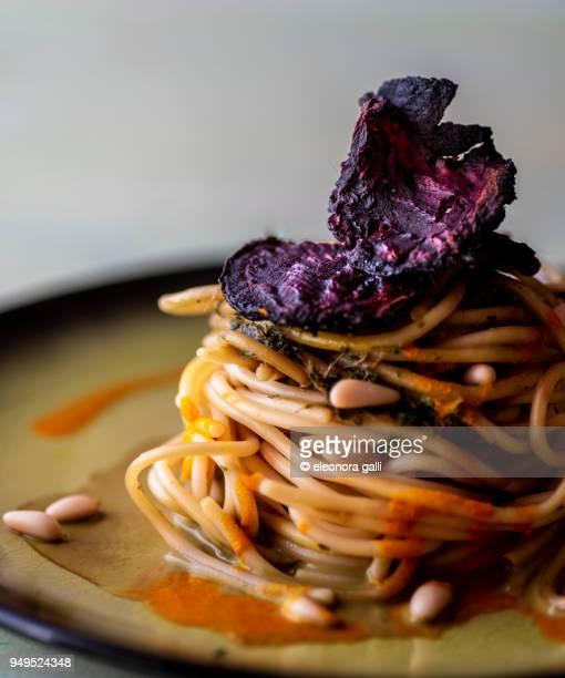 spaghetti gourmet - culture méditerranéenne photos et images de collection