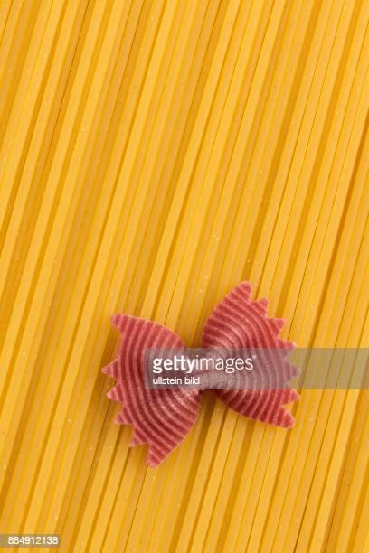 Spaghetti liegen nebeneinander