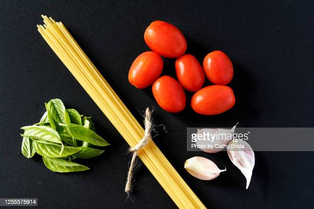 spaghetti - garlic clove stock pictures, royalty-free photos & images