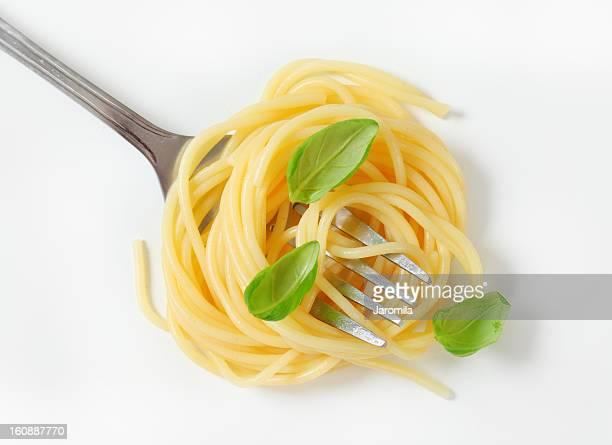 spaghetti roulés sur une fourche