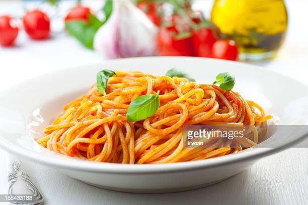 spaghetti, tomato and basil - tomato sauce stock pictures, royalty-free photos & images