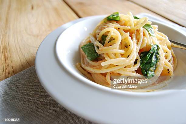 Spaghetti with arugula and mentaiko