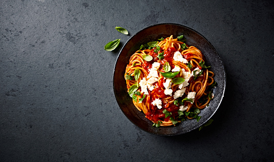 Spaghetti with fresh Tomato Sauce, Mozzarella and Basil ( seen from above) 925256408