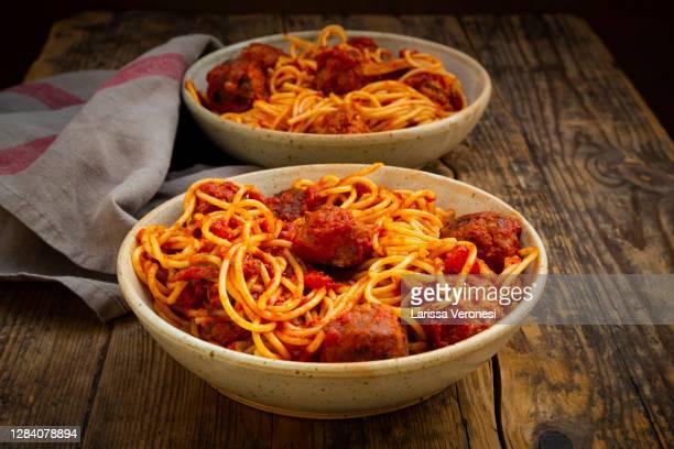 spaghetti with homemade vegetarian meatballs - larissa veronesi stock-fotos und bilder