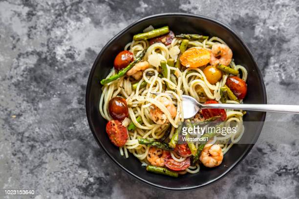 spaghetti with shrimps, green asparagus, tomato, pesto and parmesan - mediterranean food stock pictures, royalty-free photos & images