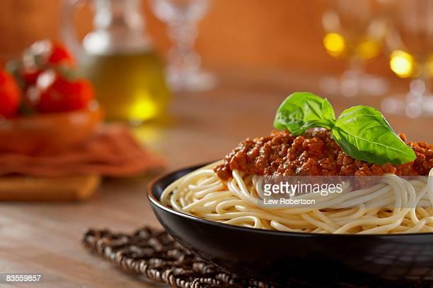 spaghetti with tomato sauce - spaghetti stockfoto's en -beelden