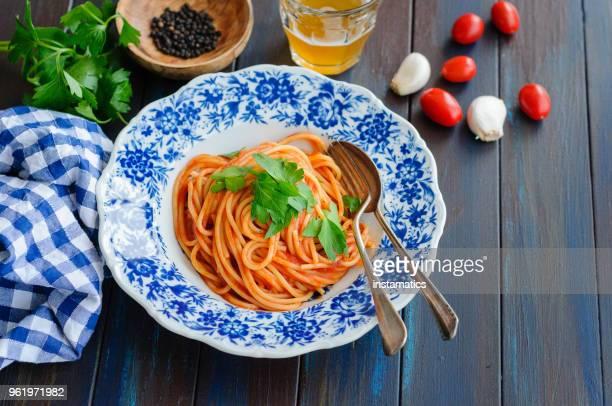 espaguete com molho de tomate - comida pronta - fotografias e filmes do acervo