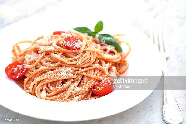 spaghetti with tomatosauce and parmesan cheese