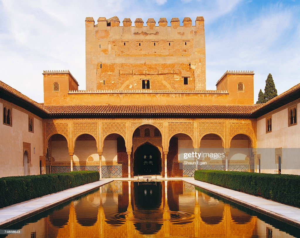 Spain, Analucia, Granada, Alhambra Palace, Court of Myrtles reflected in pool : Foto de stock