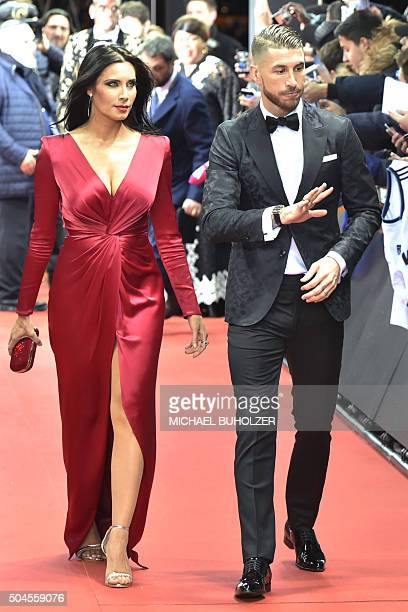 TOPSHOT Spain and Real Madrid defender Sergio Ramos and Pilar Rubio pose on the red carpet as they arrive for the 2015 FIFA Ballon d'Or award...