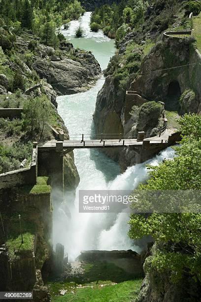 spain, aragon, yesa dam, aragon river - アラゴン ストックフォトと画像