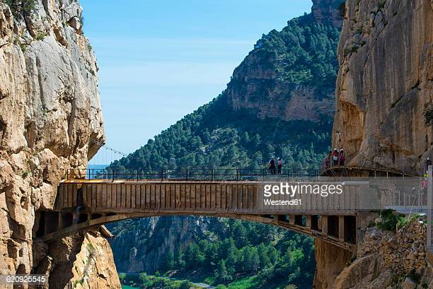spain, ardales, the king's little pathway, tourists standing on skywalk looking at view - caminito del rey fotografías e imágenes de stock
