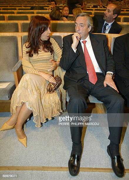 Argentine President Nestor Kirchner and his wife Cristina Fernandez chat during the final press conference of the XV IberoAmerican Summit 15 October...