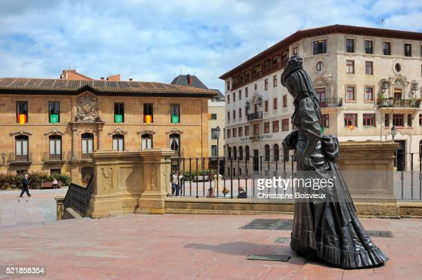 "spain, asturias, oviedo, square alfonso ii el casto, statue of ""la regenta"", character of the famous - oviedo stock pictures, royalty-free photos & images"