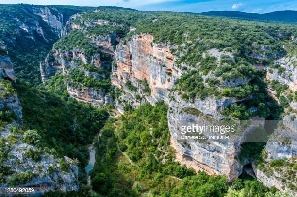 spain, autonomous community of aragon, sierra national park and guara canyons, limestone rock wall of the tozal de mallata - aragon stock pictures, royalty-free photos & images
