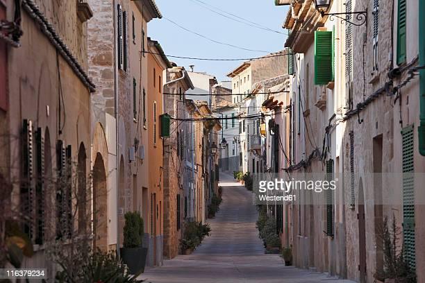 Spain, Balearic Islands, Majorca, Carrer de la Roca, View of old town of alcudia