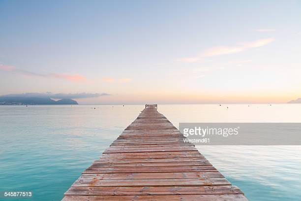 spain, balearic islands, majorca, jetty leads out to the sea - idílico fotografías e imágenes de stock