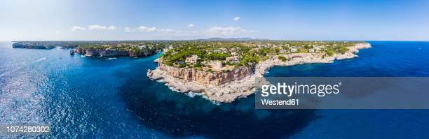 spain, balearic islands, mallorca, aerial view of bay cala santanyi and roca fesa - islas baleares fotografías e imágenes de stock