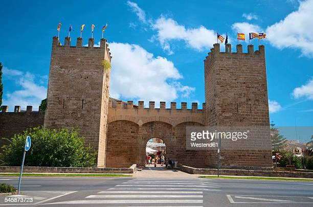 Spain, Balearic Islands, Mallorca, Alcudia, City gate Porta de Sant Sebastia