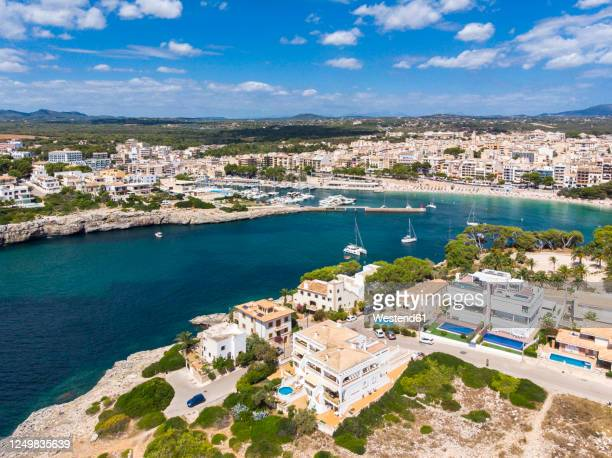 spain, balearic islands, mallorca, porto cristo, aerial view of natural bay of coastal town in summer - manacor stock pictures, royalty-free photos & images
