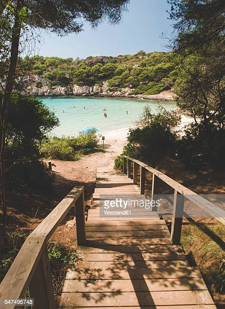spain, balearic islands, menorca, boardwalk into the beach in cala macarella - ミノルカ ストックフォトと画像